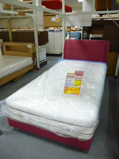 某高級ブランドベッドメーカーのシングルベッドです1